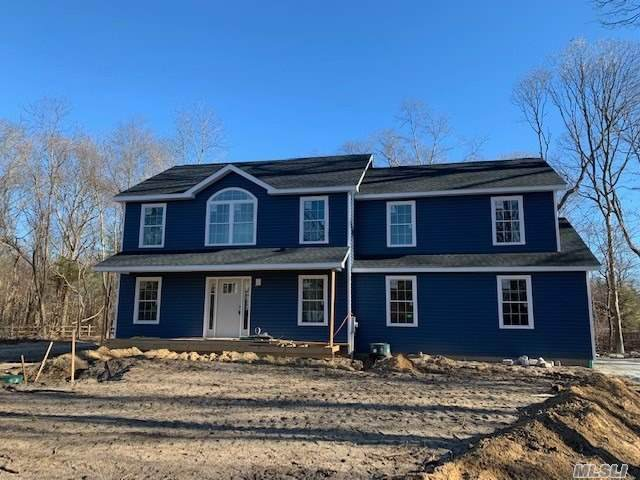 4 Gayle Court, Center Moriches, NY 11934 (MLS #3210551) :: Signature Premier Properties