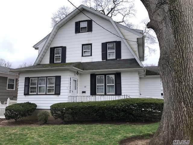 10 Varick Ct, Rockville Centre, NY 11570 (MLS #3210721) :: Signature Premier Properties