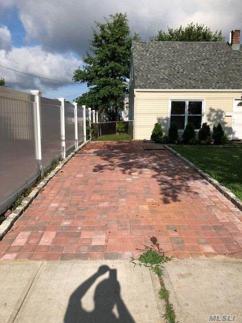 110 Jerusalem Avenue, Levittown, NY 11756 (MLS #3210905) :: Signature Premier Properties