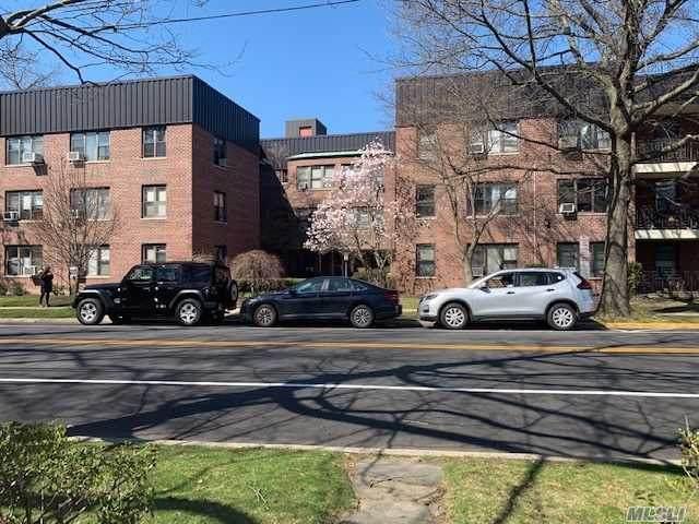 71 Grace Ave Avenue - Photo 1