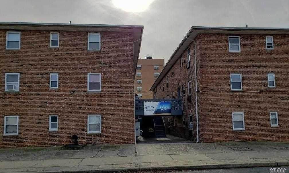 102 Hudson Street - Photo 1