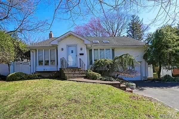 11 Elmwood Lane, Syosset, NY 11791 (MLS #3217082) :: Cronin & Company Real Estate
