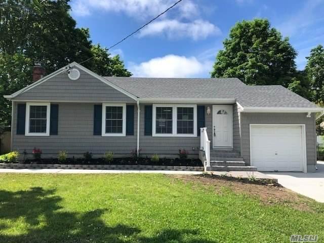 8 Harcourt Ave, Smithtown, NY 11787 (MLS #3217989) :: Mark Boyland Real Estate Team