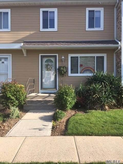 67 Town House Dr, Massapequa Park, NY 11762 (MLS #3219840) :: Signature Premier Properties