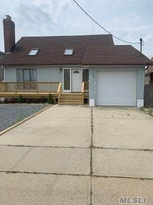 692 Miller Ave, Freeport, NY 11520 (MLS #3220047) :: Mark Boyland Real Estate Team