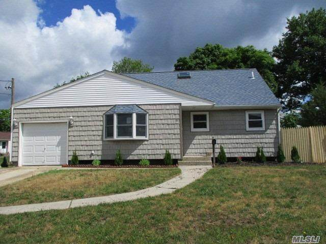118 S Circle Drive, Patchogue, NY 11772 (MLS #3230316) :: Signature Premier Properties