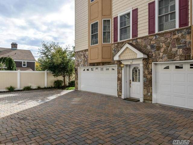 330 Maple, Avenue #39, Westbury, NY 11590 (MLS #3230390) :: Mark Seiden Real Estate Team