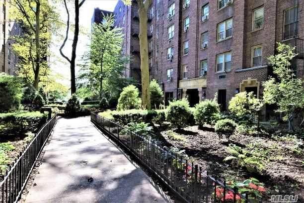 48-50 44 Street 5E, Woodside, NY 11377 (MLS #3236656) :: McAteer & Will Estates | Keller Williams Real Estate