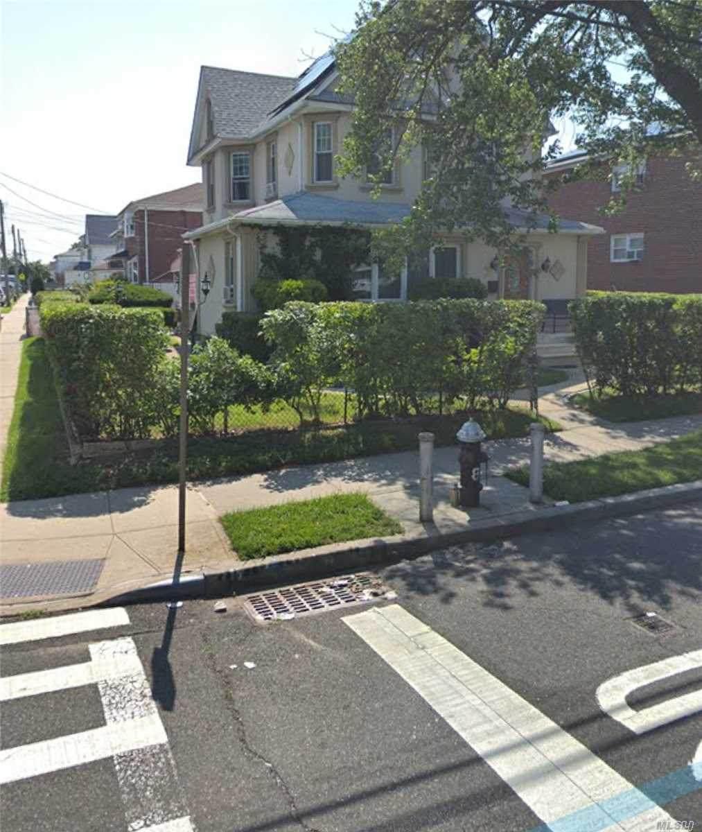 246-18 139th Avenue - Photo 1
