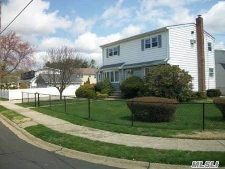 529 17th Street, W. Babylon, NY 11704 (MLS #3242084) :: Mark Boyland Real Estate Team