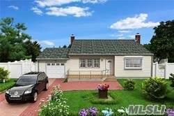 205 Bayview Avenue, Bayport, NY 11705 (MLS #3242892) :: Frank Schiavone with William Raveis Real Estate