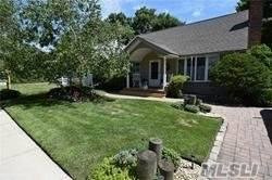 2315 Willow St, Wantagh, NY 11793 (MLS #3255655) :: The Home Team