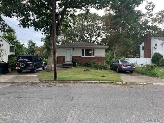 1366 Illinois Avenue, Bay Shore, NY 11706 (MLS #3256994) :: Mark Seiden Real Estate Team