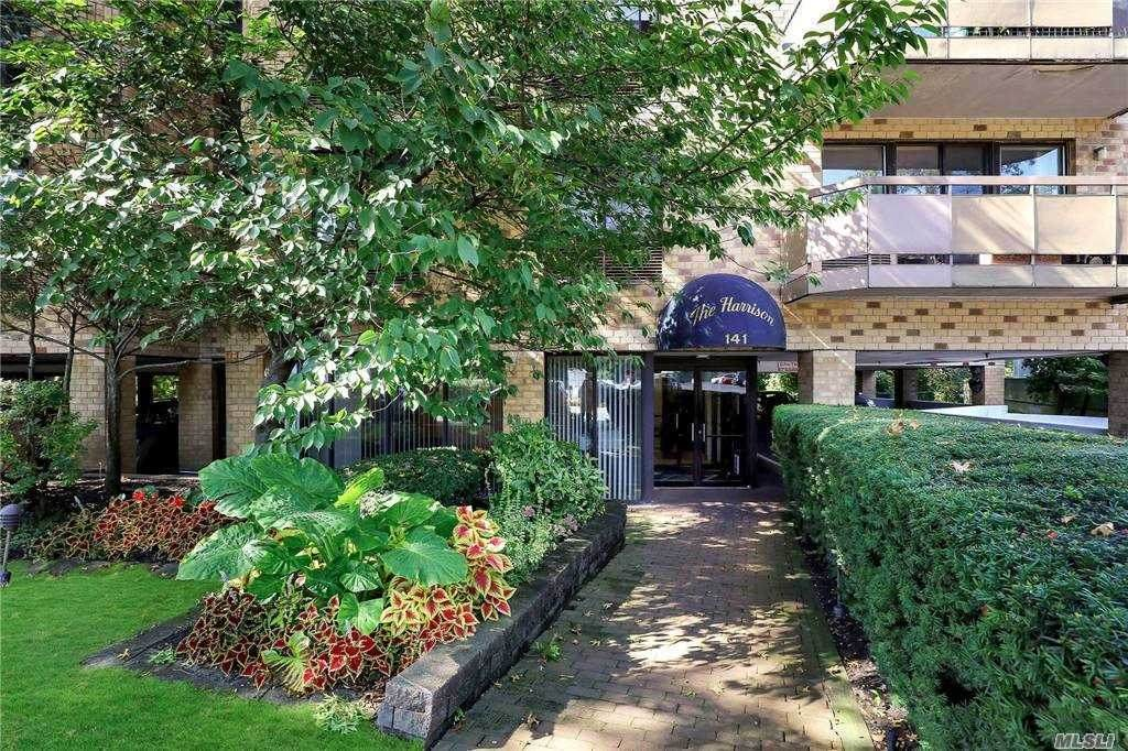 141 Great Neck Road - Photo 1