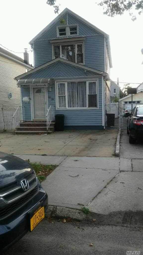 89-58 Vanderveer Street - Photo 1