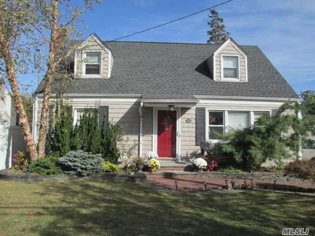 29 Center Street, Hicksville, NY 11801 (MLS #3262103) :: Nicole Burke, MBA | Charles Rutenberg Realty