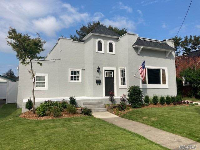 2562 Overlook Place, Baldwin, NY 11510 (MLS #3262121) :: Frank Schiavone with William Raveis Real Estate