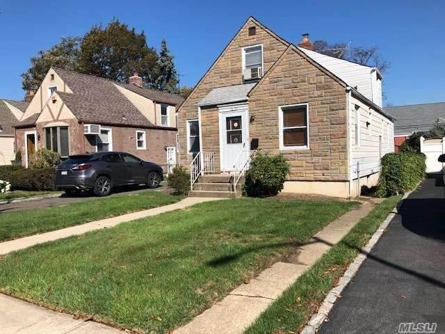 76-25 267th Street, New Hyde Park, NY 11040 (MLS #3262490) :: Signature Premier Properties