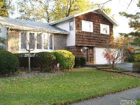 N. Woodmere, NY 11581 :: Frank Schiavone with William Raveis Real Estate