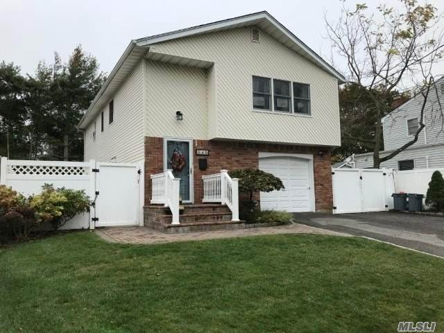 545 Lincoln Avenue, Lindenhurst, NY 11757 (MLS #3263485) :: Kevin Kalyan Realty, Inc.