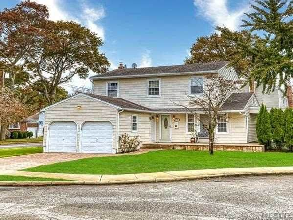 2245 Laura Ct, Merrick, NY 11566 (MLS #3263671) :: Frank Schiavone with William Raveis Real Estate