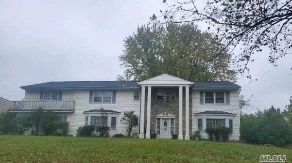 31 Bonaire Dr, Dix Hills, NY 11746 (MLS #3265327) :: Cronin & Company Real Estate