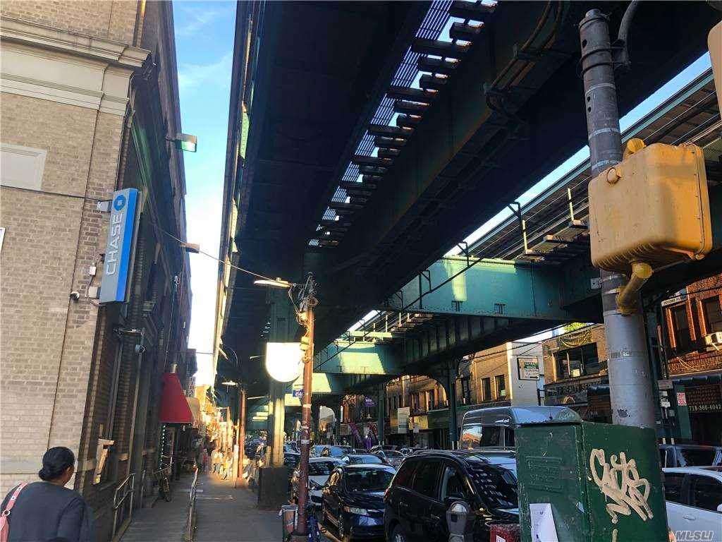 79-22 Jamaica Avenue - Photo 1