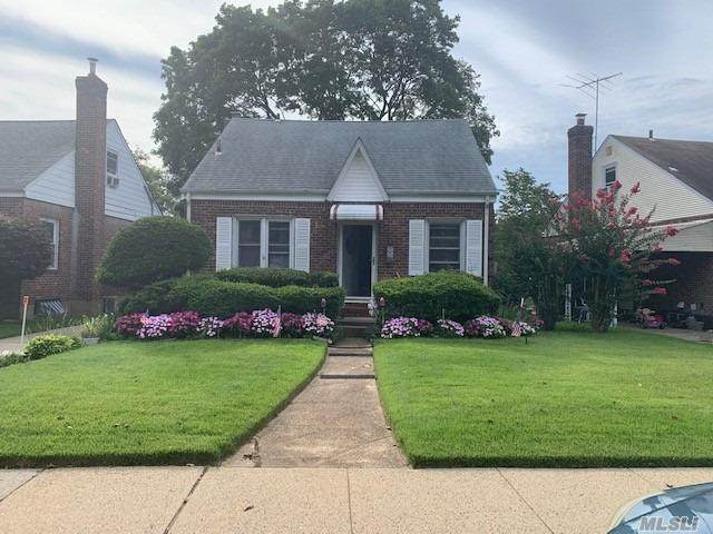 514 Beech St, New Hyde Park, NY 11040 (MLS #3268827) :: RE/MAX RoNIN
