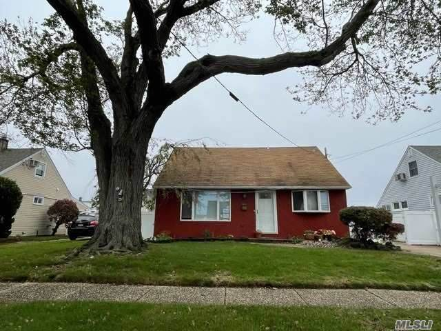 53 Lincoln Place, Massapequa, NY 11758 (MLS #3269576) :: Shalini Schetty Team