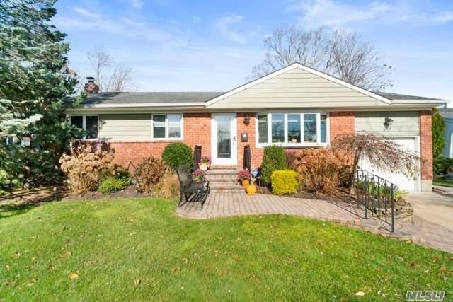 307 Balchen St, Massapequa Park, NY 11762 (MLS #3270785) :: Signature Premier Properties