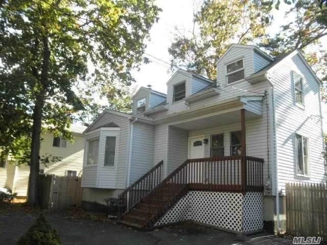 4 Willow Rd, Rocky Point, NY 11778 (MLS #3270909) :: Shalini Schetty Team
