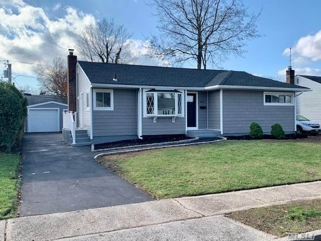 544 Larch Ln, East Meadow, NY 11554 (MLS #3272004) :: Signature Premier Properties