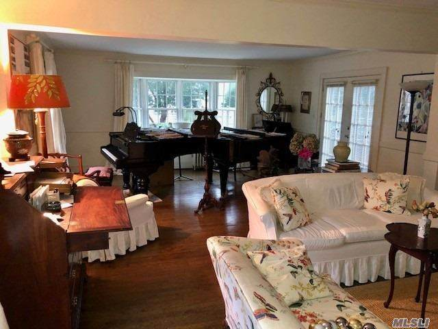 81 S Bay, Brightwaters, NY 11718 (MLS #3272427) :: The Home Team