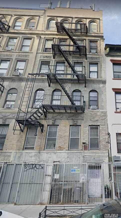 211 Henry Street - Photo 1