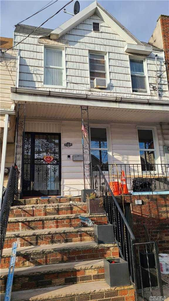 68-62 76 Street, Middle Village, NY 11379 (MLS #3282673) :: Frank Schiavone with William Raveis Real Estate