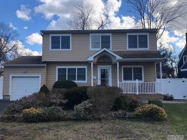 197 Connetquot Avenue, Bayport, NY 11705 (MLS #3283776) :: Mark Seiden Real Estate Team