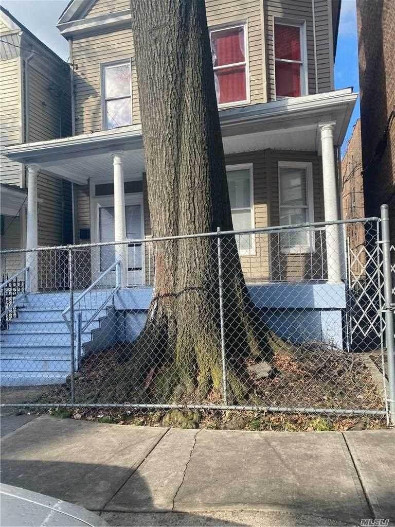 2703 Bainbridge Avenue - Photo 1