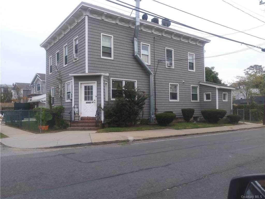 33 Mott Avenue - Photo 1