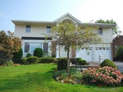 17 Bridle Path, Roslyn, NY 11576 (MLS #3289888) :: RE/MAX RoNIN