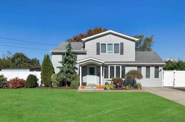 16 Robinhood Drive, East Islip, NY 11730 (MLS #3290923) :: RE/MAX RoNIN