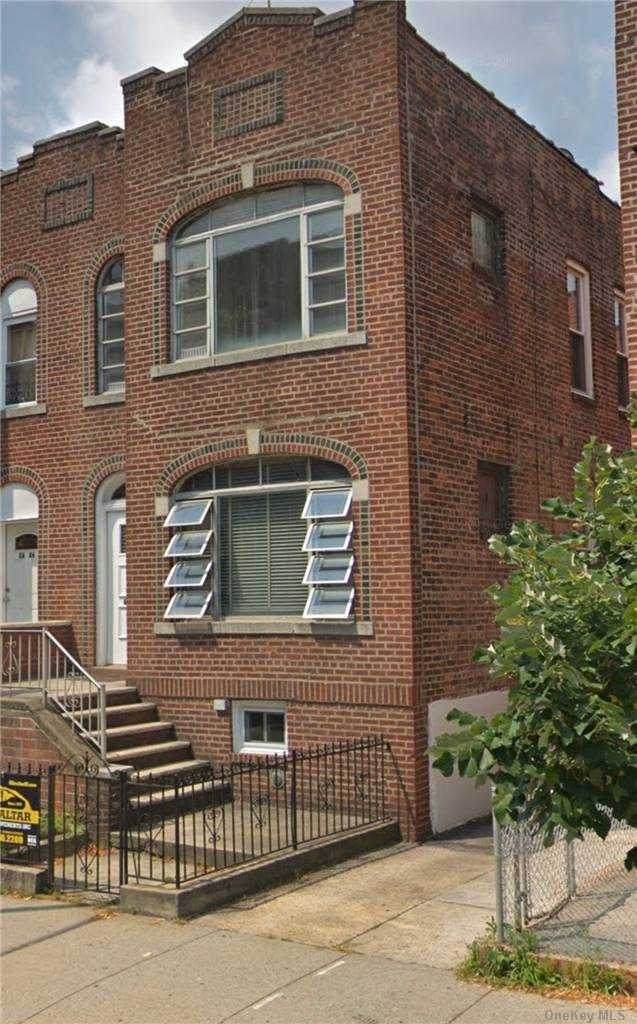 26-44 96 Street, E. Elmhurst, NY 11369 (MLS #3292561) :: The Home Team