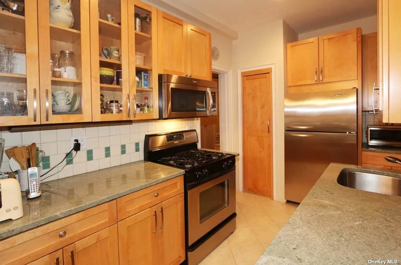8 Barstow Rd - Photo 1