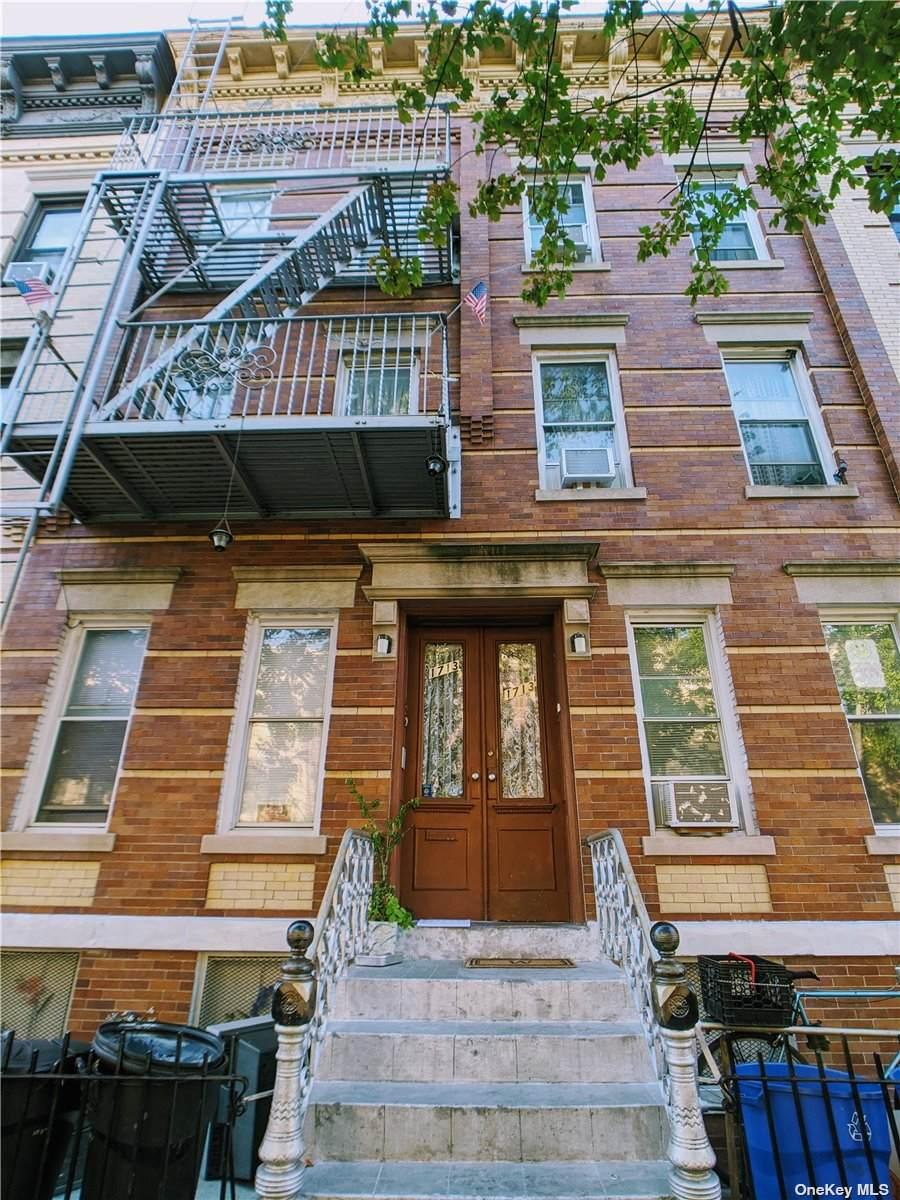 17-13 Putnam Avenue - Photo 1