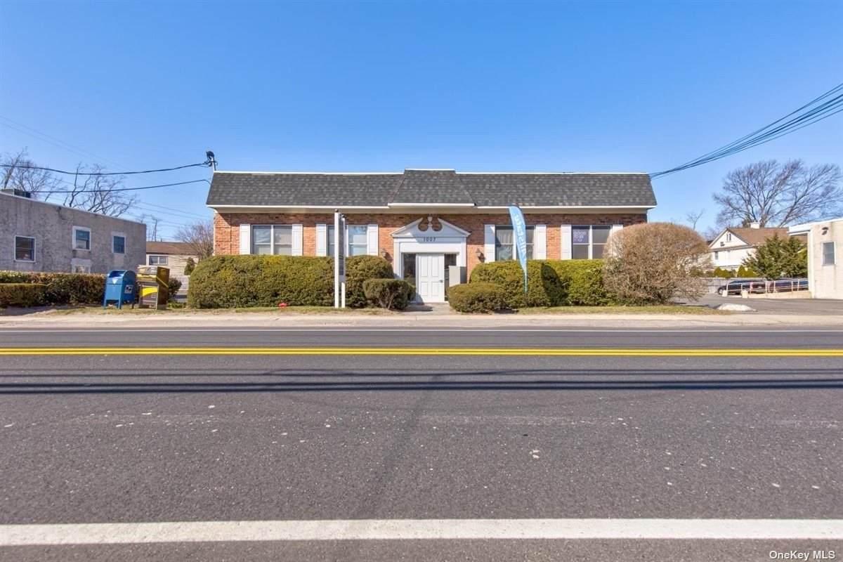 1005-1009 Glen Cove Avenue - Photo 1