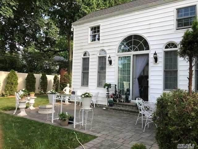 31 Cornell Drive, Great Neck, NY 11020 (MLS #3299428) :: Mark Boyland Real Estate Team