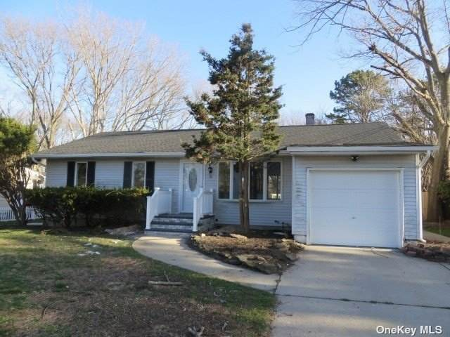 31 S Kennedy Drive, Centereach, NY 11720 (MLS #3302267) :: Kendall Group Real Estate | Keller Williams