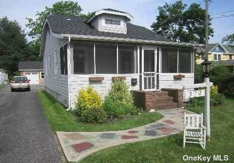 329 Lincoln Avenue, Sayville, NY 11782 (MLS #3302463) :: Mark Boyland Real Estate Team