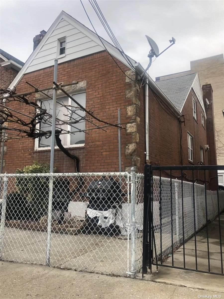 109-42 Saultell Avenue - Photo 1