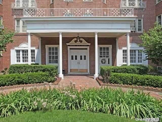84-49 168th Street 4D, Jamaica Estates, NY 11432 (MLS #3303960) :: Howard Hanna | Rand Realty