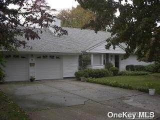 40 Greenway Terrace, Babylon, NY 11702 (MLS #3305021) :: McAteer & Will Estates | Keller Williams Real Estate